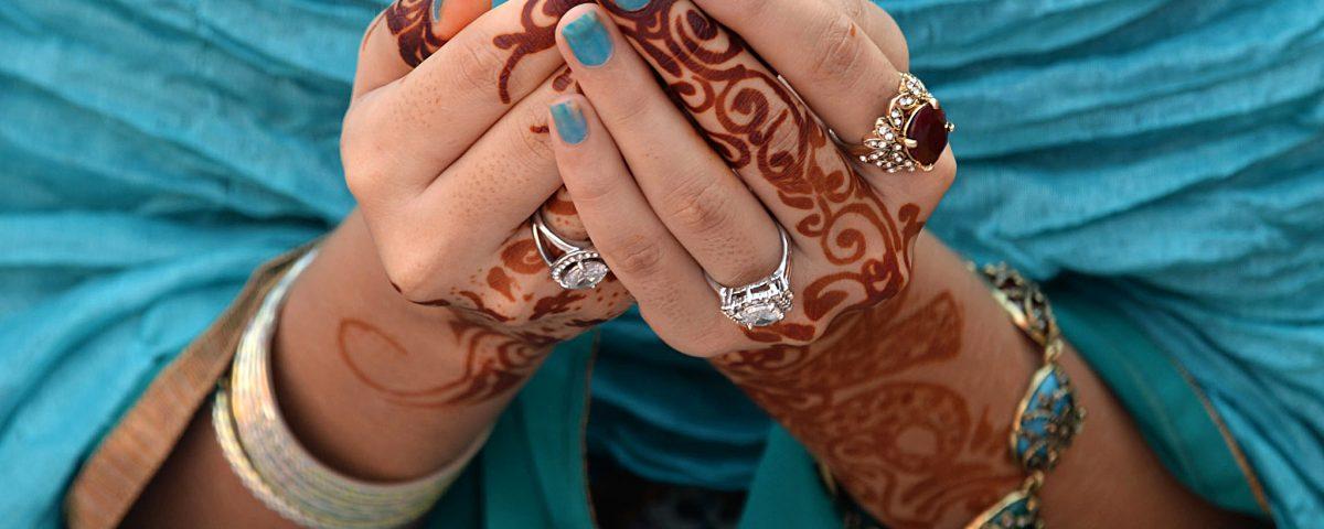 A Pakistani Muslim devotee offers Eid al